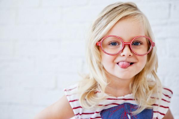 Очки один из распространенных способов лечения близорукости