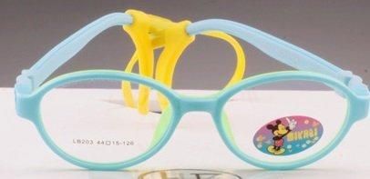 Правильно подобранные очки помогут справиться с косоглазием детей