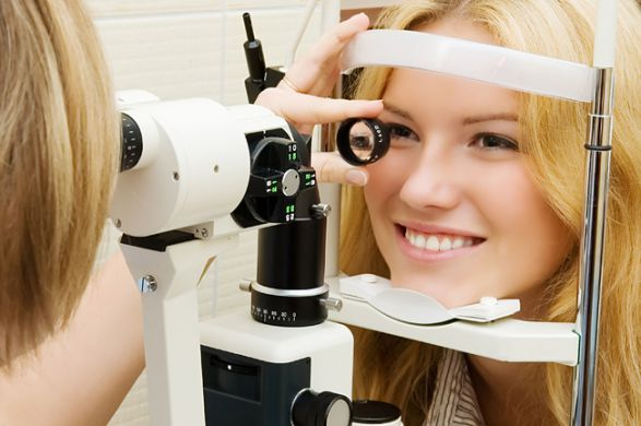 Проходите проверки зрения у офтальмолога минимум раз в год