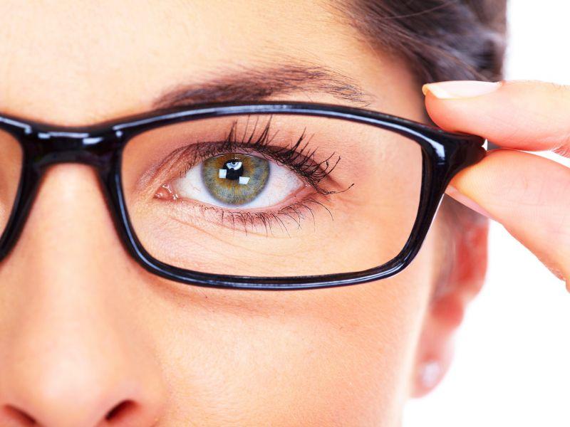 Линзы для очков с диоптриями: особенности выбора