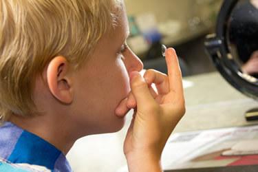 По особым показаниям контактные линзы детям прописывают в возрасте 7-8 лет