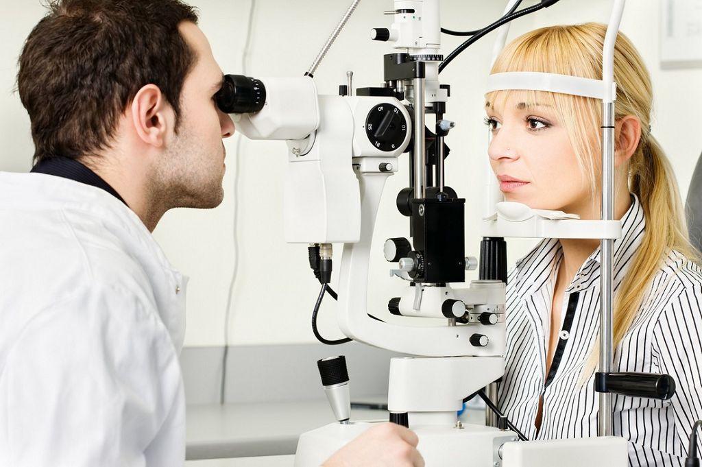 Диагностика вторичной катаракты с помощью щелевой лампы