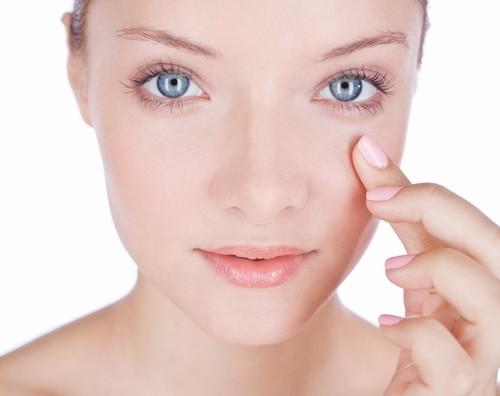 Массаж для глаз нормализует естественное влагоснабжение