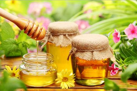Медово-яичные капли нормализуют давление в глазу