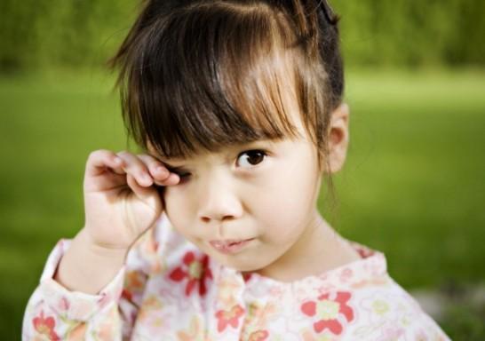 Нагноение могут возникнуть из-за присутствия посторонних частиц в глазу
