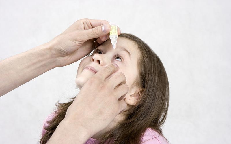 Нужно соблюдать предельную осторожность, применяя препарат у детей до четырех лет