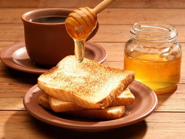 Чай с медом нормализует тонус глаз