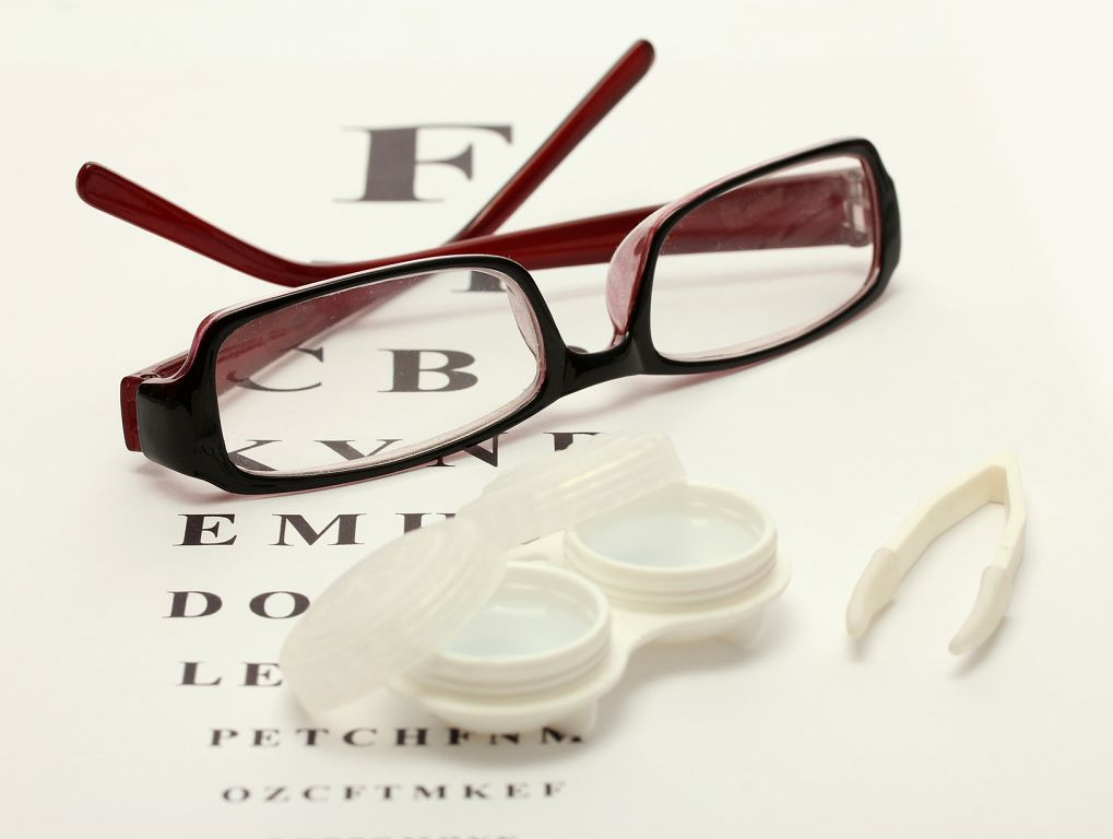 Очки или линзы – что выбрать?