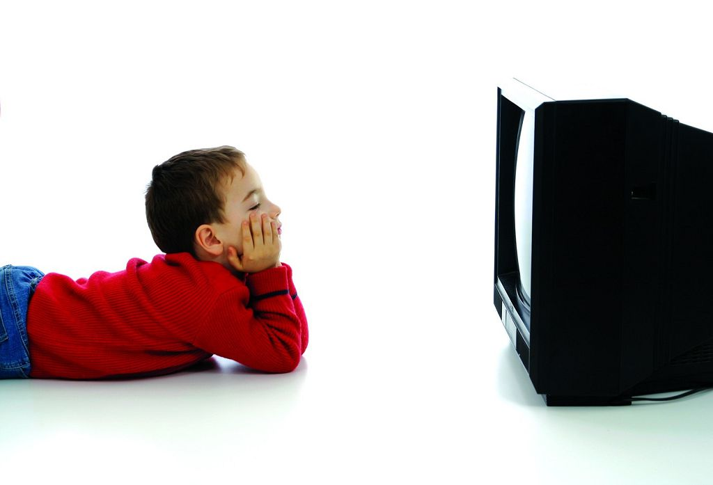 Vlijanie-televizora-i-komp'jutera-na-glaza-rebenka