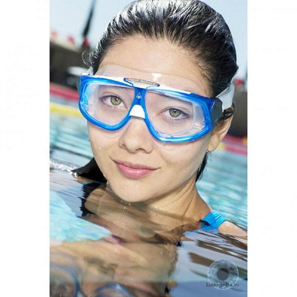 Obychnye-ochki-dlja-plavanija-ne-zashhishhajut-glaza-ot-morskoj-vody-na-100%