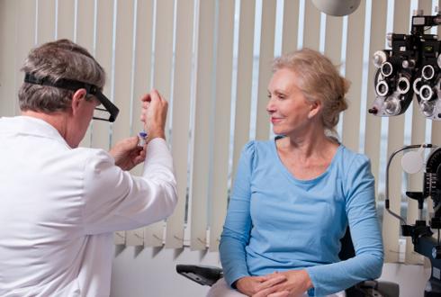 Лазерное лечение катаракты у пожилых людей