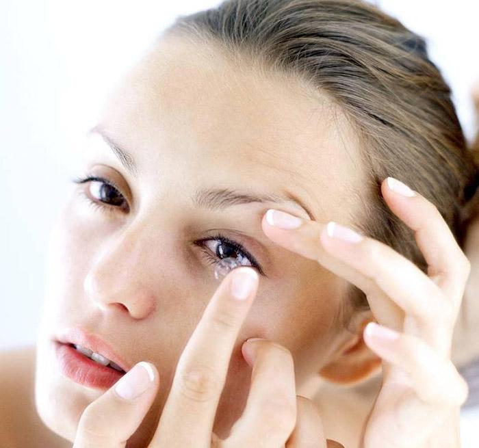 Травмируют ли цветные линзы глаза