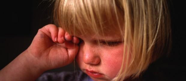 У ребенка глазки гноятся причины и лечение