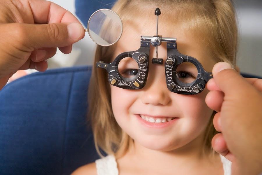 Обязательно обратитесь к врачу - офтальмологу