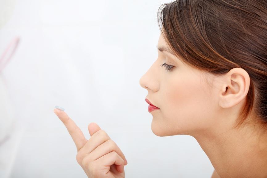 Однодневные контактные линзы рекомендуются людям длительно пребывающим в неблагоприятных условиях