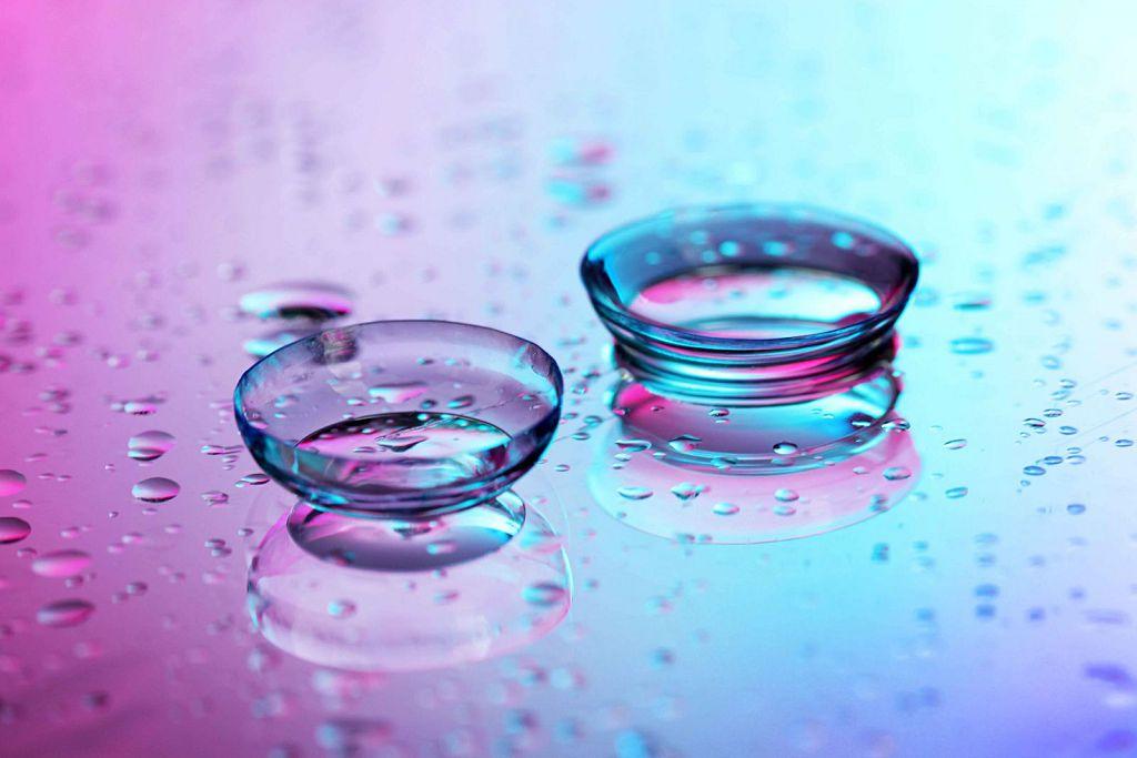 Линзы изготавливают из мягких прозрачных материалов