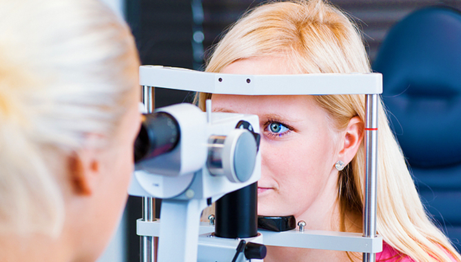 Перед покупкой очков обратитесь к офтальмологу