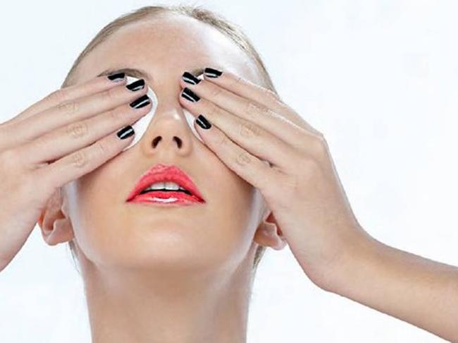 Протирание глаз настоем из листьев черники помогают в сохранении зрения