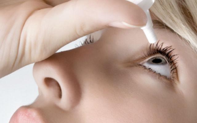 Сократить объемы слезотечения помогают глазные капли