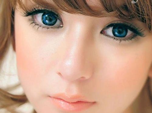 Ярко-синие линзы для увеличения глаз
