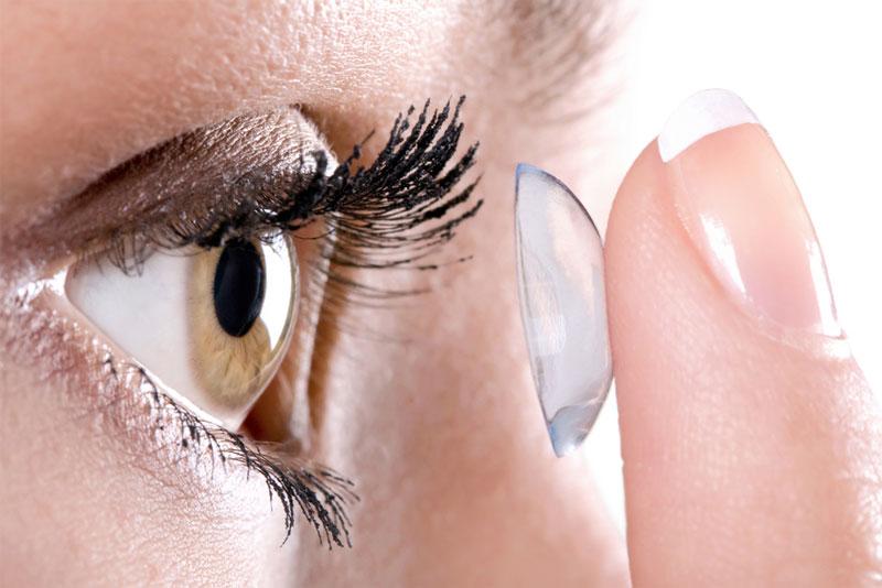 Как надевать и снимать контактные линзы