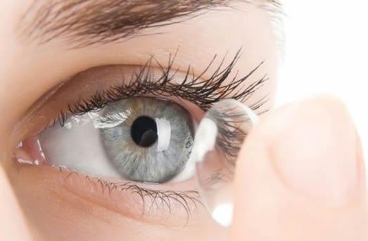 Линзы из силикон-гидрогеля позволяют глазам оставаться увлажненными и комфортны в процессе носки