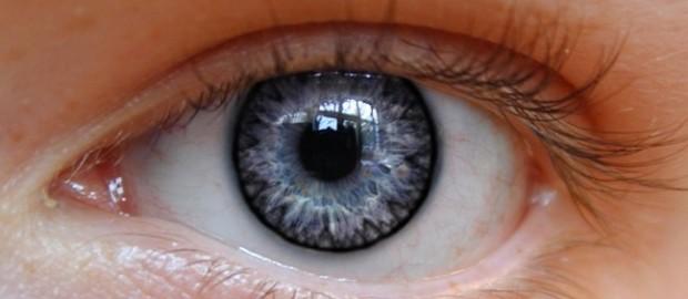 Мушки перед глазами: причины, последствия, лечение