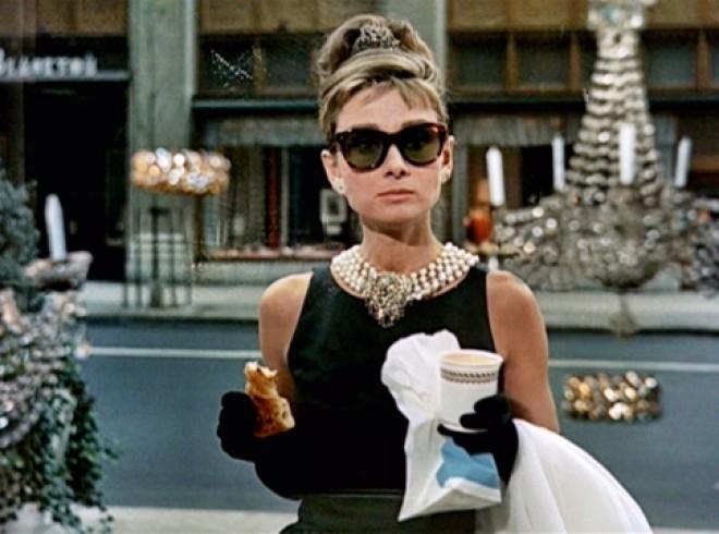 Одри Хепберн в очках модели «вайфареры»