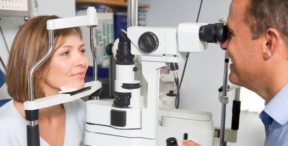 Подбирать линзы должен только врач-офтальмолог