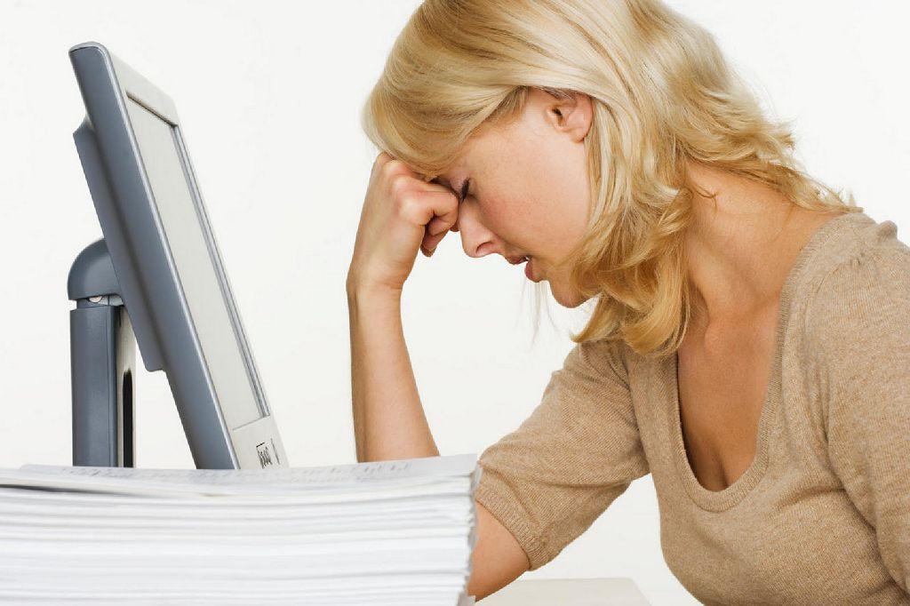 Постоянная и непрерывная работа за компьютером и бумагами ведет к ухудшению зрения
