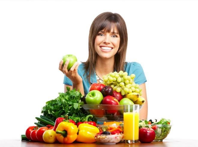 Правильное питание, как профилактика мушек перед глазами