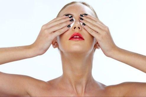 Примочки из ландыша и крапивы для лечения глаукомы