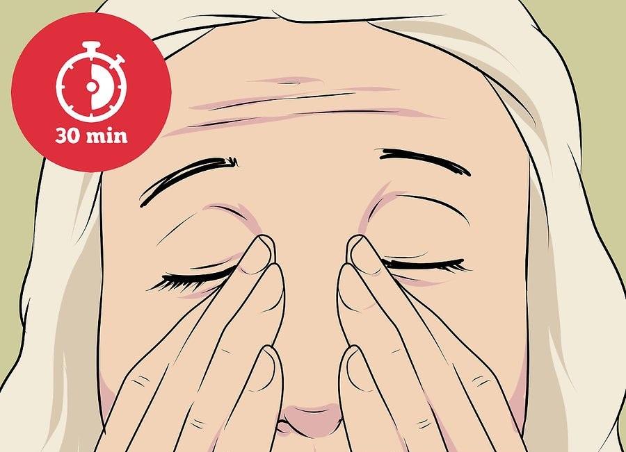 Зажмите внутренние уголки глаз