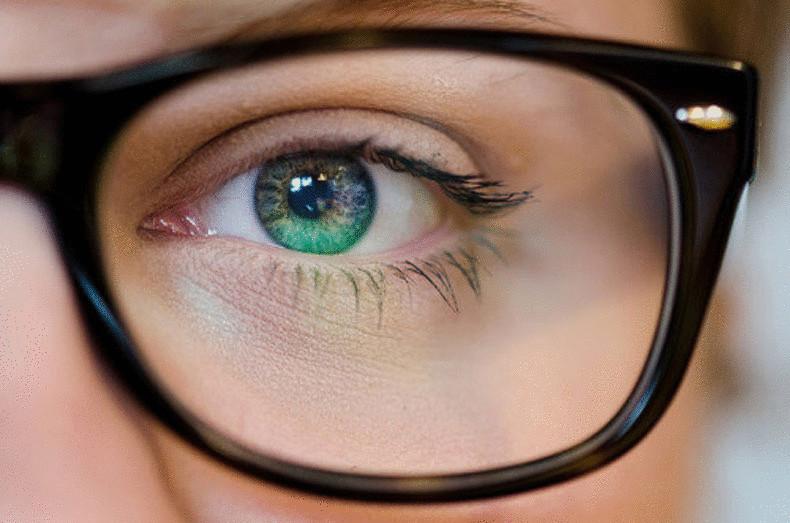 Зрение может ухудшаться из-за пересыхания слизистой