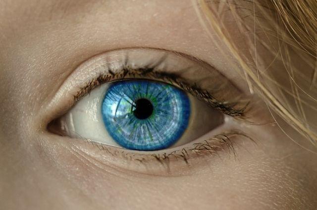 Мягкая линза должна располагаться точно по центру глаза