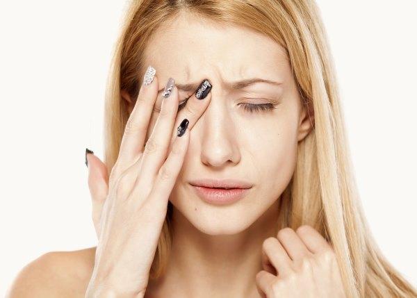 Перенапряжение органов зрения Источник: https://zrenie1.com/bolezni/simptomy/cheshutsya-glaza-v-ugolkah.html Zrenie1.com © Все про восстановление зрения