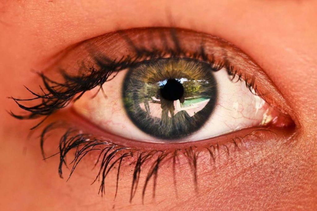 Причины рези в глазах