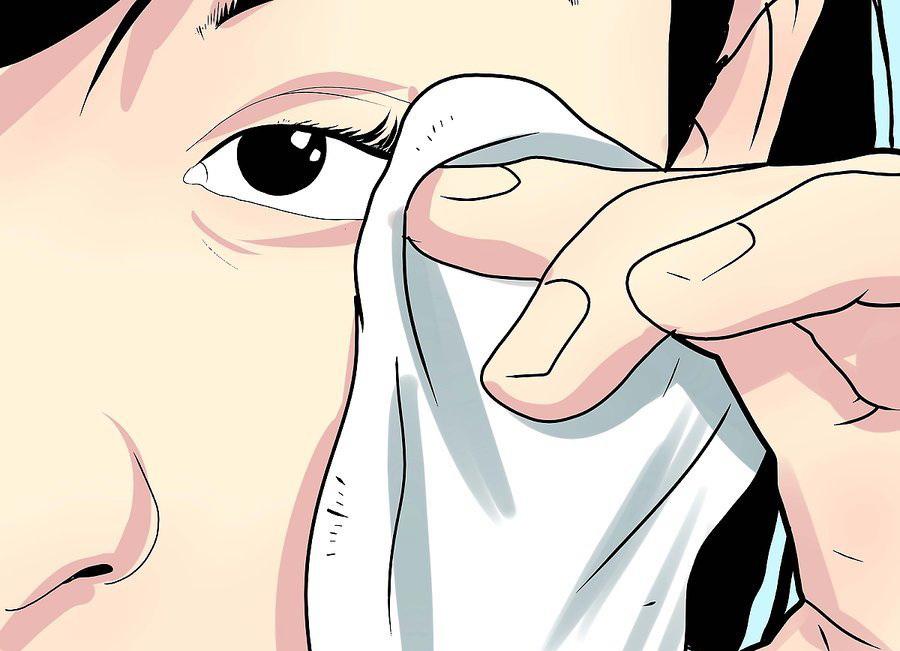 Протрите глаза чистой салфеткой