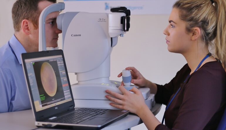 Регулярно посещайте офтальмолога