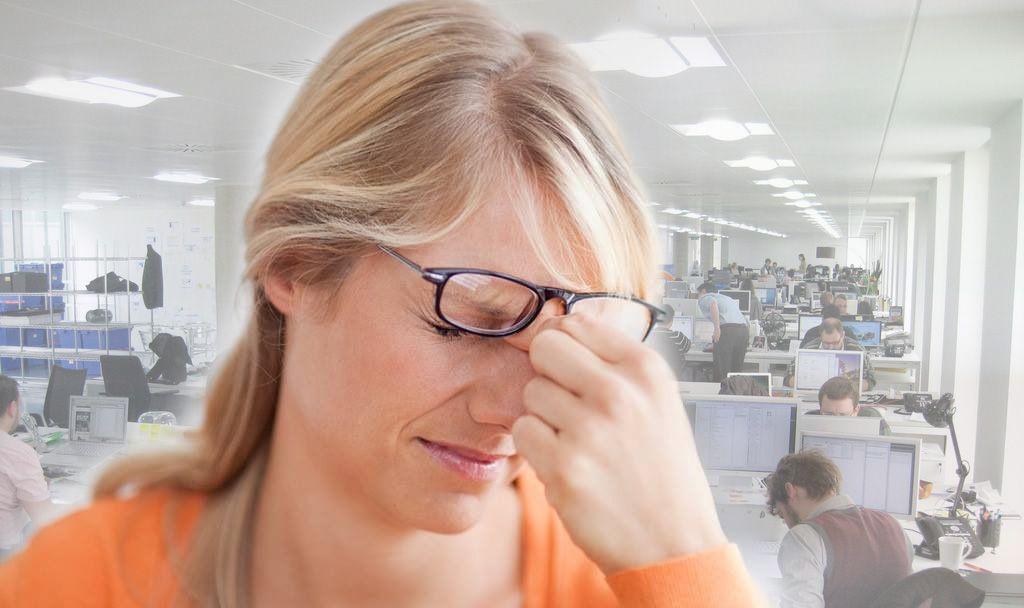 Синдром сухого глаза может развиваться из-за продолжительной работы за компьютером