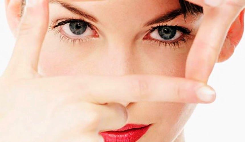 Как быстро снять отеки под глазами: 8 экспресс-средств
