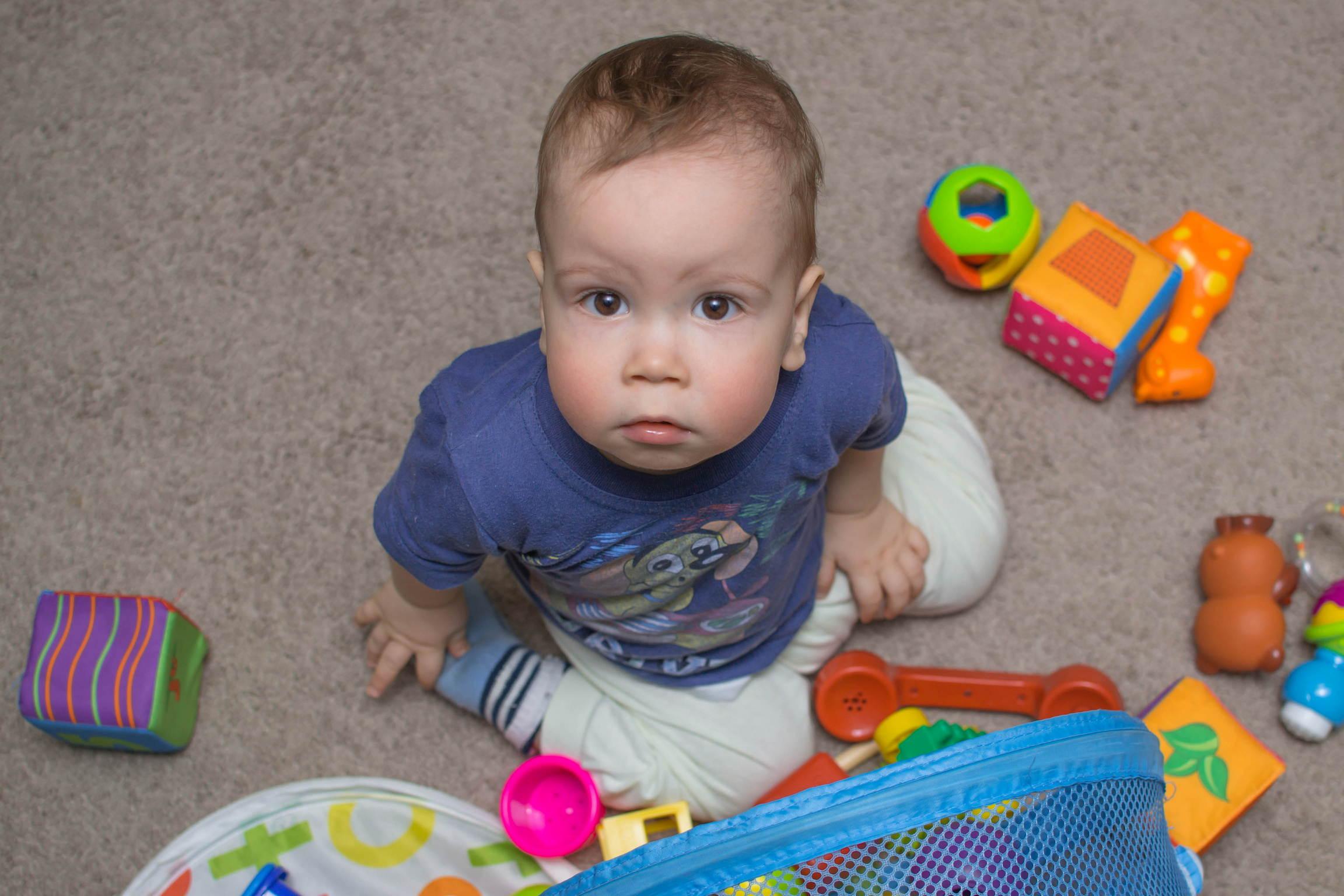 В детской комнате нужно регулярно убирать