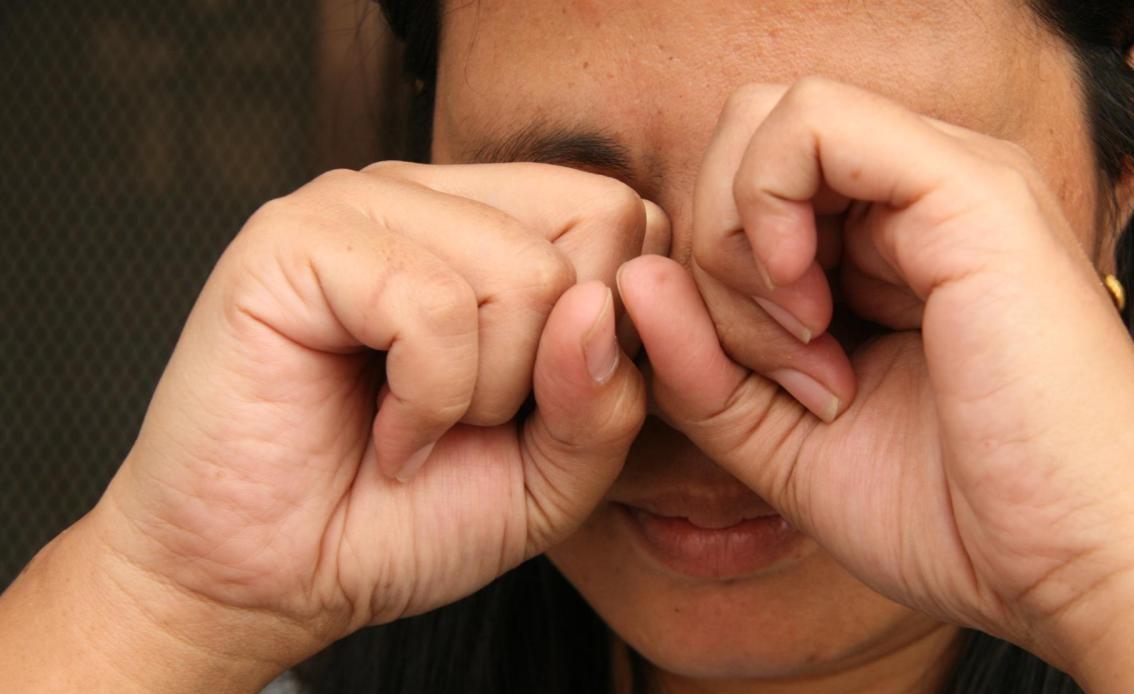 Зуд в глазах возникает по разным причинам