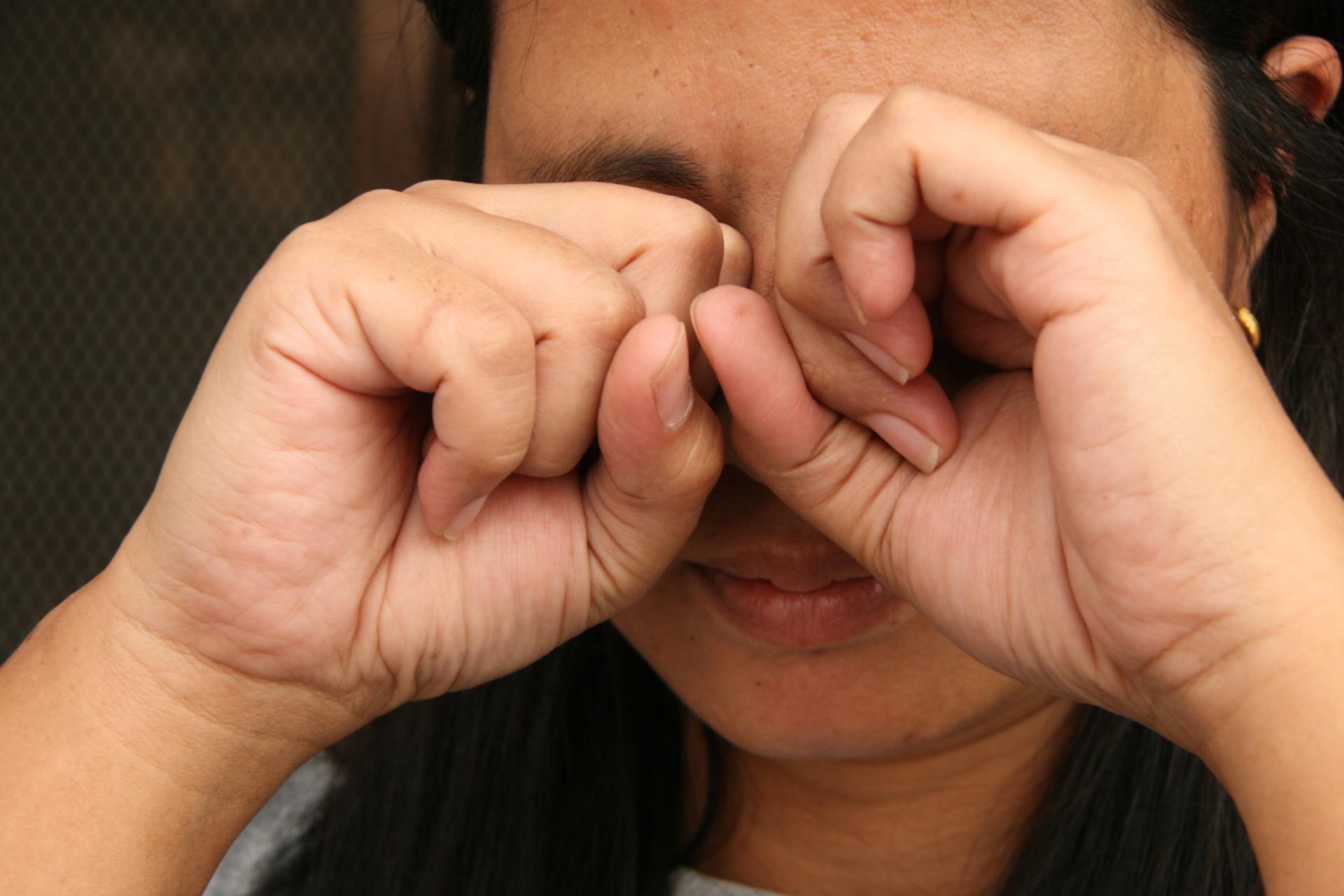Не трите глаза грязными руками