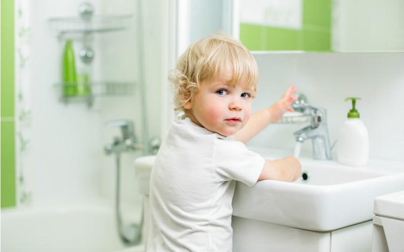Приучите ребенка часто мыть руки
