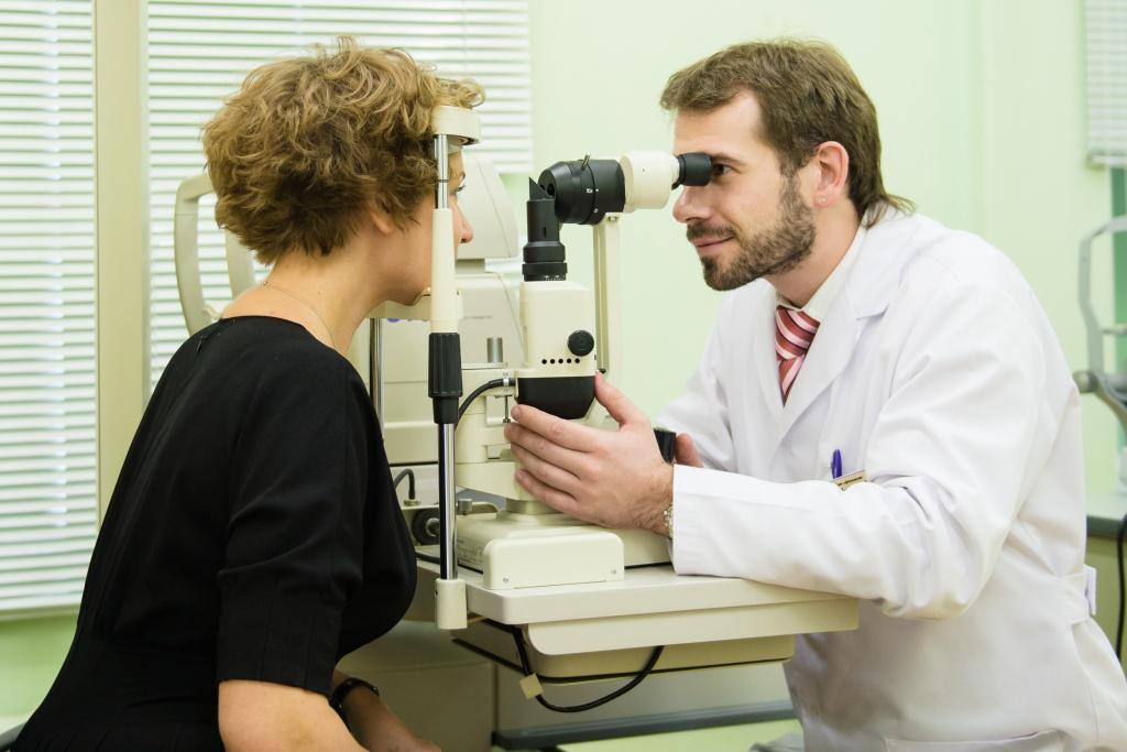 Регулярно посещайте офтальмолога в профилактических целях