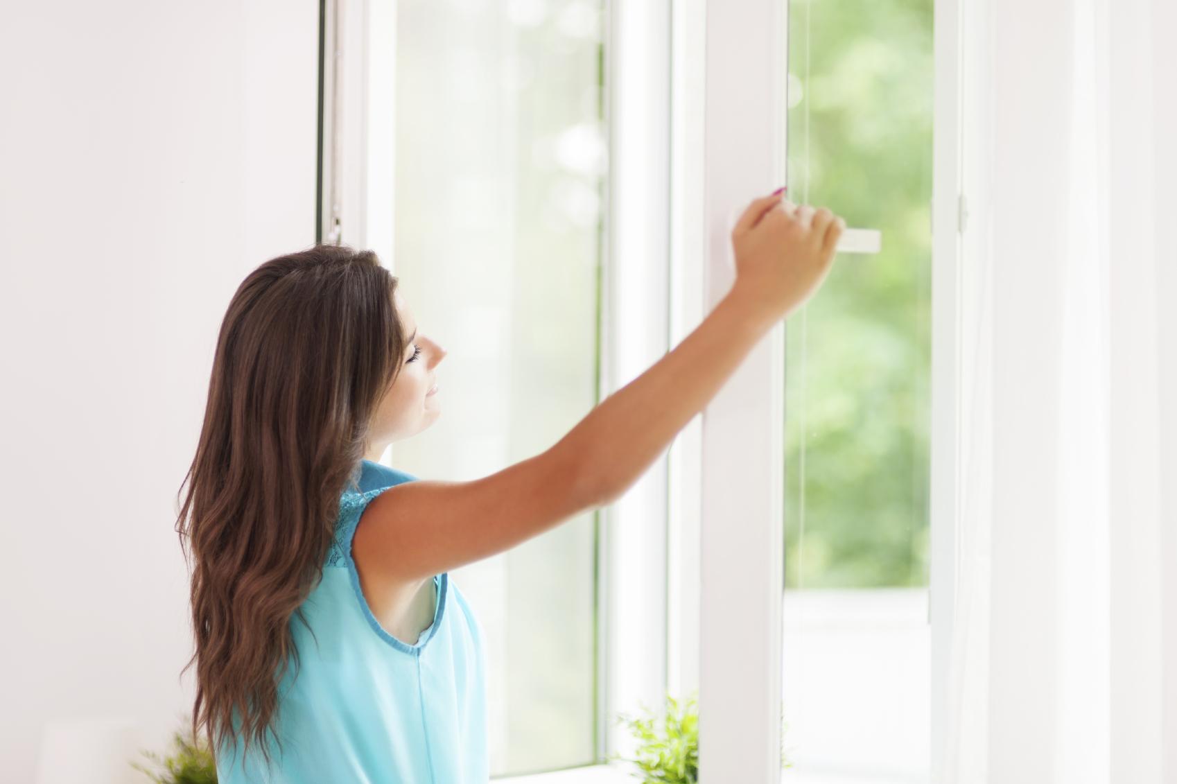 Регулярно проветривайте комнаты