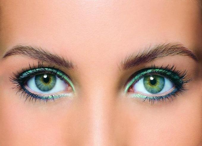 Сколько людей с зелеными глазами