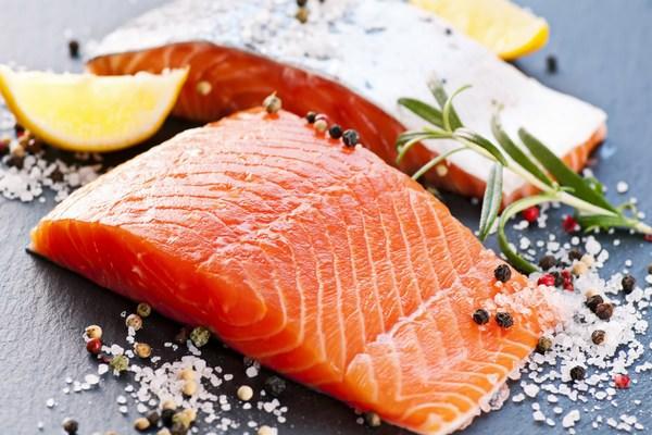 Соленая пища может вызвать появление отеков