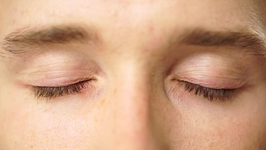 Когда требуется проверка цветовой восприимчивости глаз